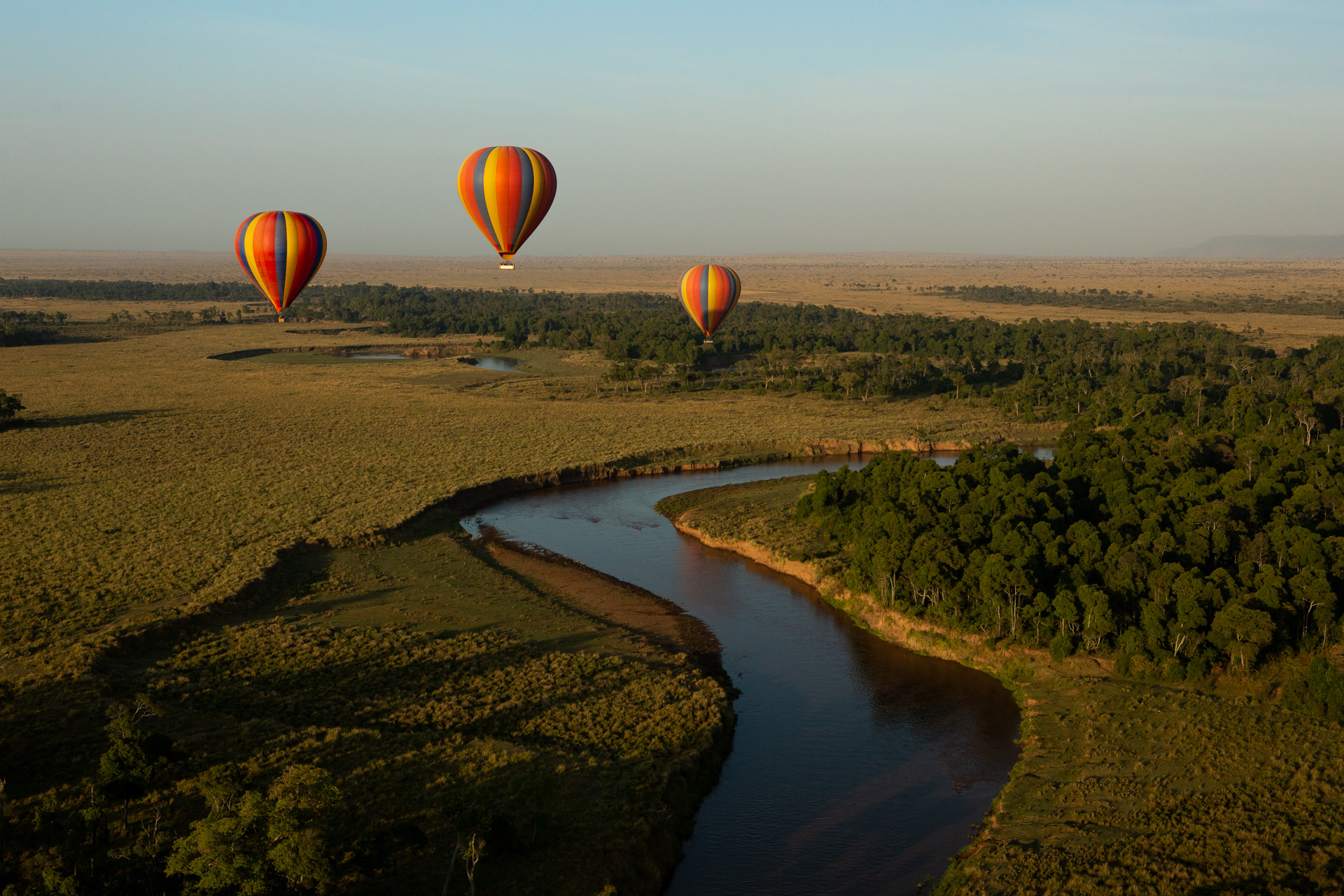 More hot air balloons and river