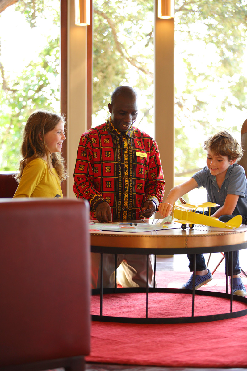 Butlers entertaining kids at Angama