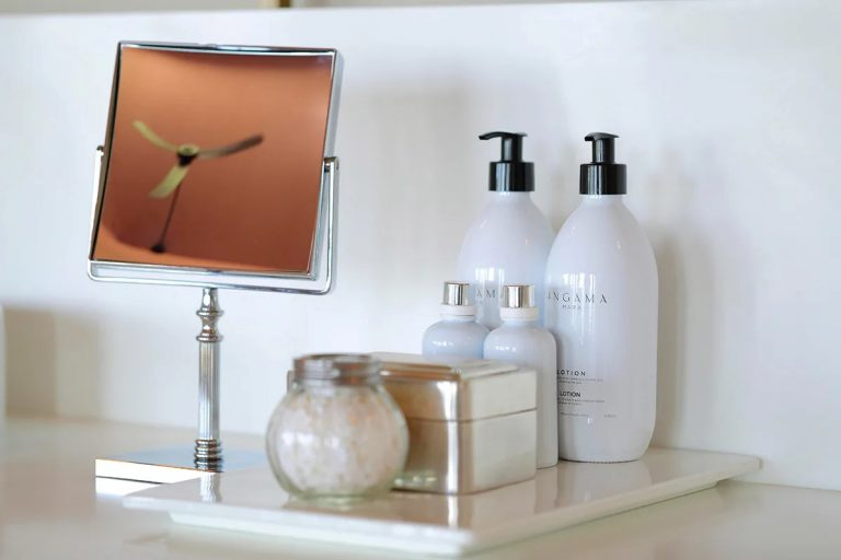 Angama vanity