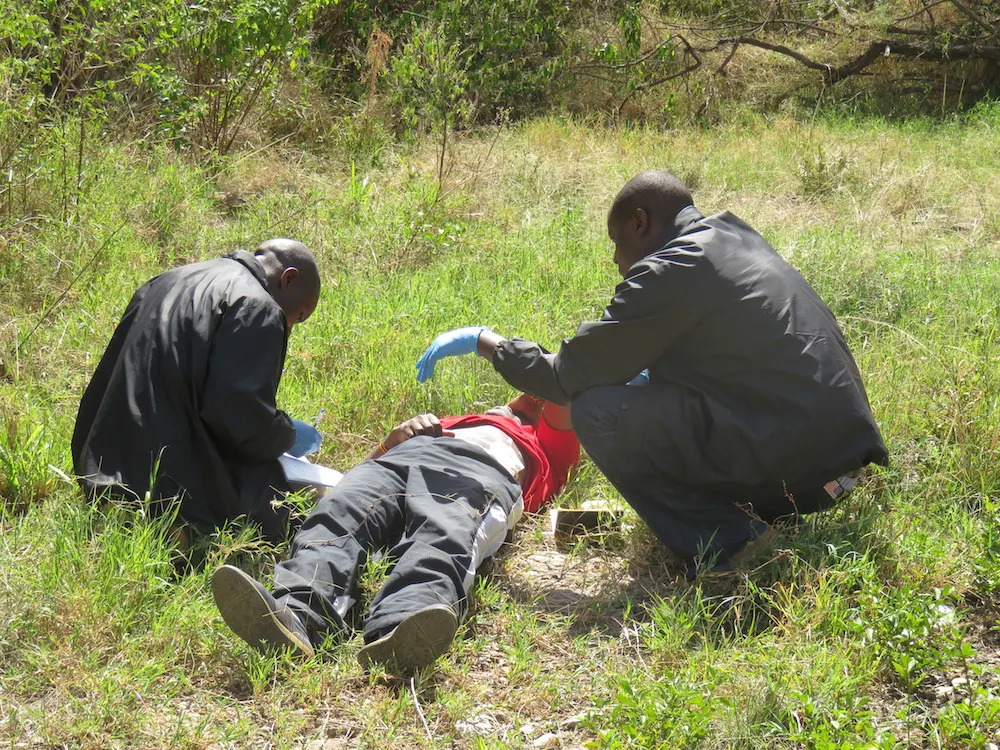the-angama-mara-team-looking-after-a-patient