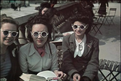 Ladies socialise on Fermob bistro furniture in Paris