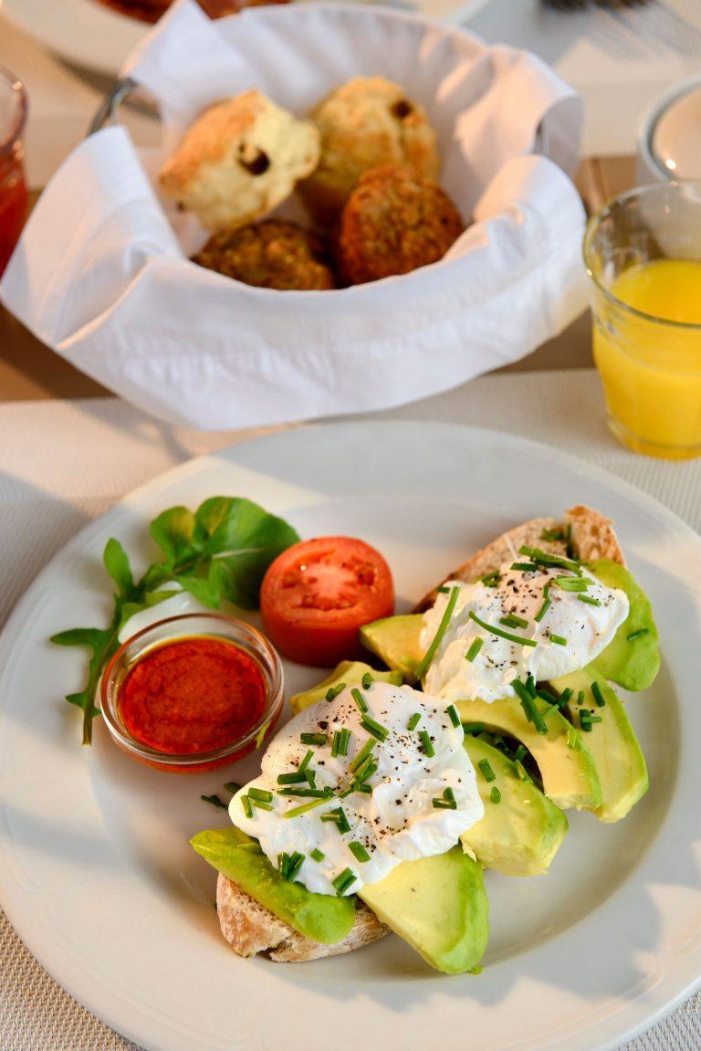 Fresh avo and egg breakfast at Angama Mara