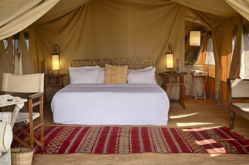 Both classical safari and African touches in the decor